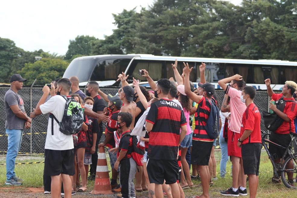 b3026b9f-2e08-4fbf-8894-8286bb267199-1- Treino do Flamengo é marcado por visita de Jair Bolsonaro