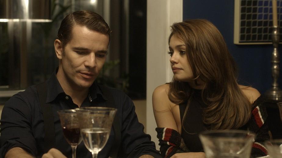 Alice diz a Vitor que não quer voltar para Miami