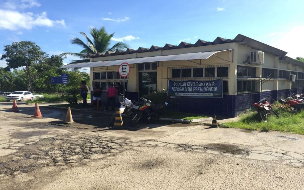 Caso é investigado na delegacia de Itabuna — Foto: Francisco Lopes / TV Bahia