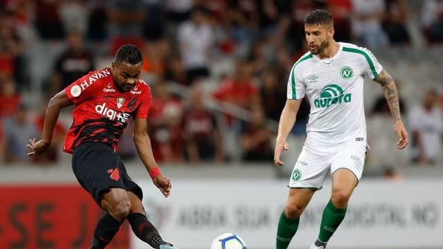 Nikão marcou o gol de empate do Furacão na Arena da Baixada