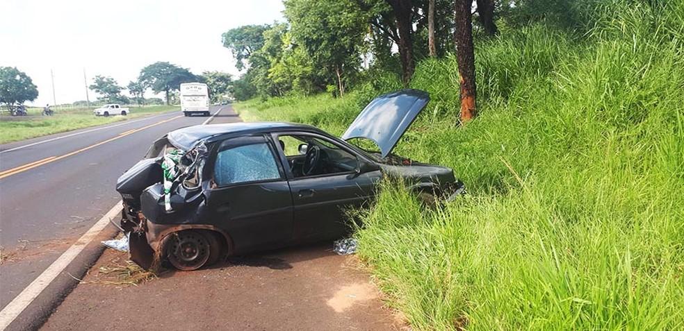 Veículo seguia na Rodovia Vereador Miguel Deliberador, no sentido Conceição de Monte Alegre — Foto: Manoel Moreno/Site i7 Notícias