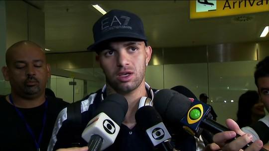 Grêmio desembarca em São Paulo, e Luan responde às críticas