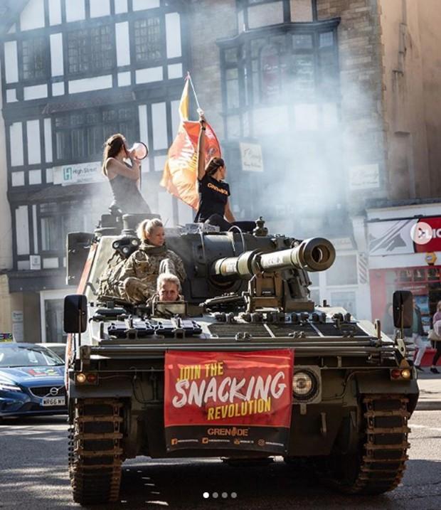Grenade: empresa usa tanques para divulgar seus produtos (Foto: Divulgação )