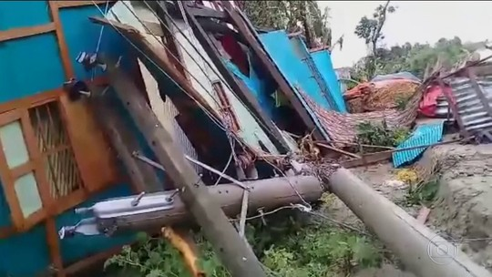 Ciclone deixa mortos em Bangladesh
