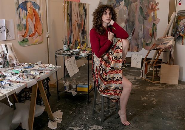 """Maya Weishof: """"Tem sido importante para mim não definir algum modo de produzir meus trabalhos. Claramente são pinturas, mas gosto da ideia de deixar as imagens e gestos terem um fluxo livre. Olho muito para alguns artistas que são mais uma referência do q (Foto: Franco Amendola)"""