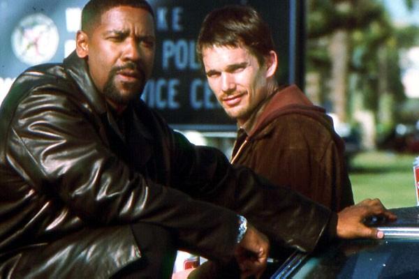 O ator Denzel Washington em cena de Dia de Treinamento (2001) (Foto: Reprodução)