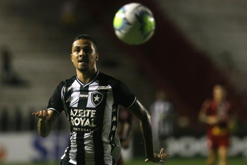 Thiaguinho foi o primeiro reforço a deixar o clube, menos de dois meses após ser apresentado — Foto: Vitor Silva/Botafogo