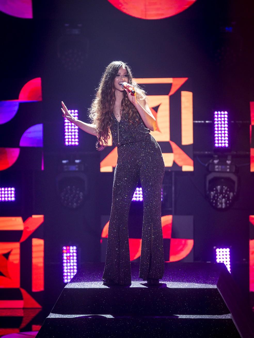 Erica Natuza foi a primeira da noite a se apresentar — Foto: Isabella Pinheiro/Gshow