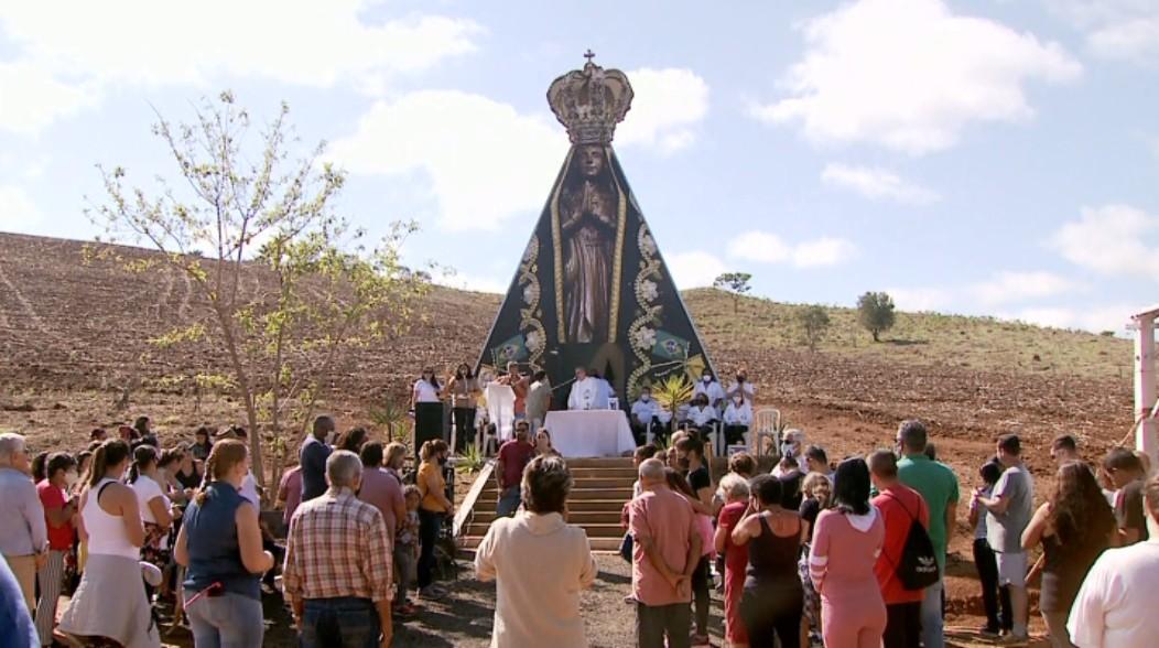 Capela com formato de Nossa Senhora construída após promessa recebe 1ª romaria em MG