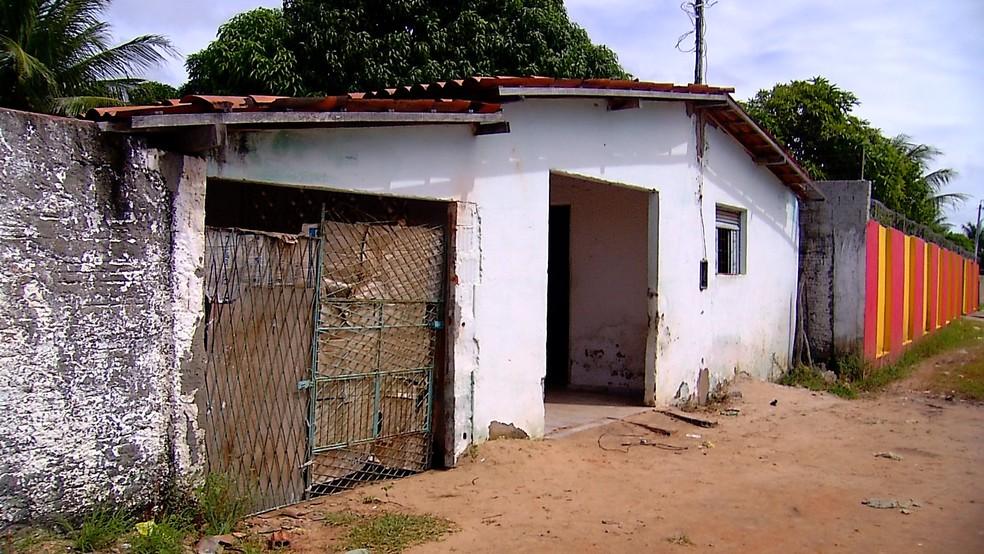 Casa foi invadida pelos criminosos e vítimas tiveram os corpos queimados no Litoral Norte do RN (Foto: Ítalo Sales/Inter TV Cabugi)
