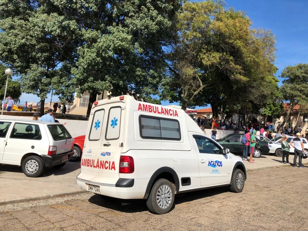 Ambulâncias da prefeitura também foram acionadas  (Foto: Giuliano Tamura / TV TEM )