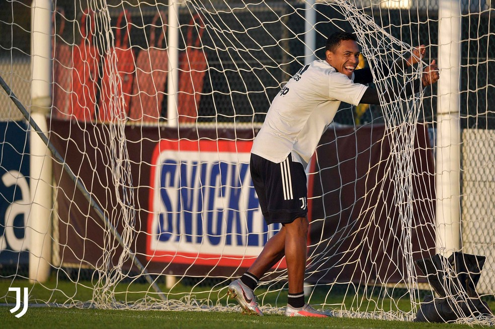 Alex Sandro pode fazer o seu primeiro jogo na temporada pela Juventus neste sábado — Foto: Reprodução / Facebook