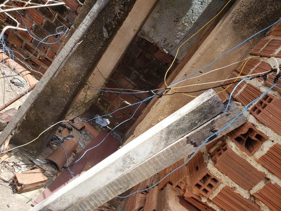 Além de irregulares, as gambiarras para furto de energia põe em risco a vida das pessoas, diz Celpe — Foto: PCPE/Divulgação