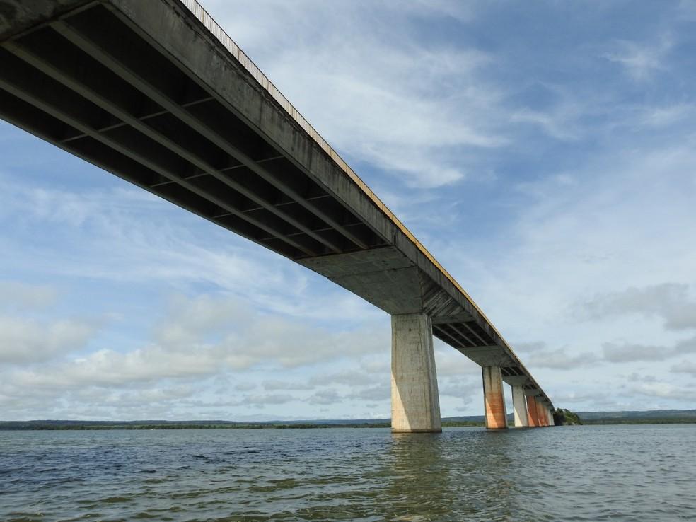 Ponte sobre o rio Tocantins apresenta problemas — Foto: Ademir dos Anjos/Divulgação
