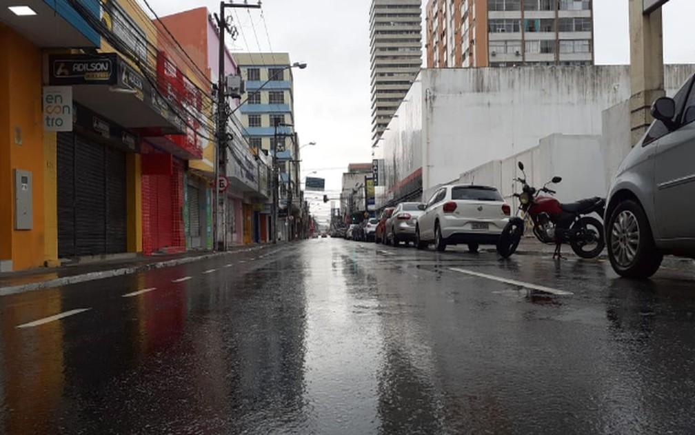 ARACAJU - Centro da cidade vazio na manhã desta quinta-feira (26) — Foto: Carla Susane/TV Sergipe