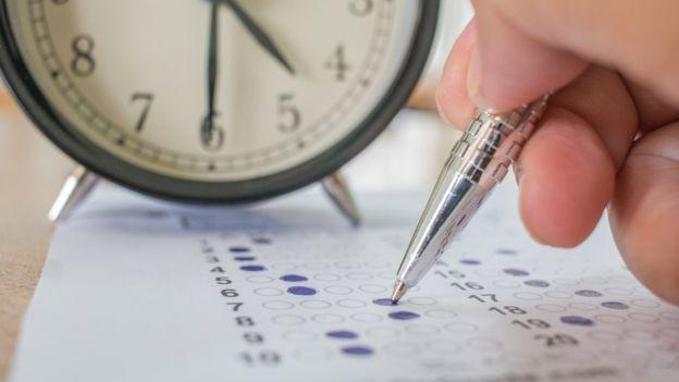 Tempo para resolver cada questão precisa ser controlado (Foto: Getty Images via BBC)