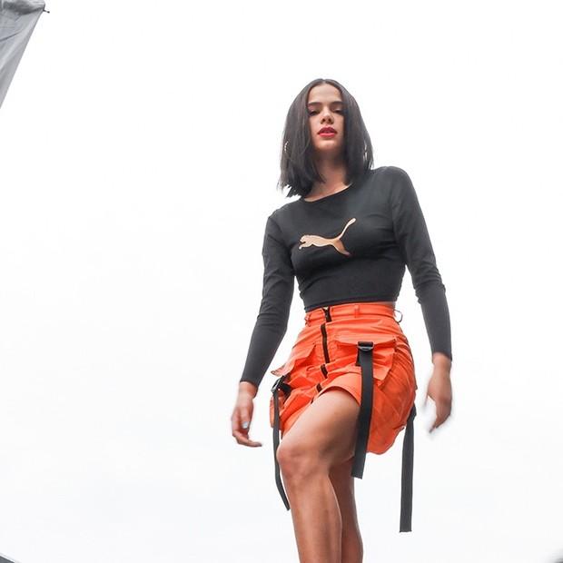 Making of: Bruna Marquezine nos bastidores de shooting para a Puma (Foto: Camilla Bello / Vogue Brasil)