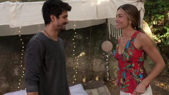 Marcos desmonta 'ninho de amor' e ganha elogio de Paloma