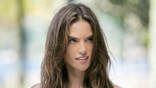 Alessandra Ambrosio lembra bullying na infância: 'Olivia Palito'