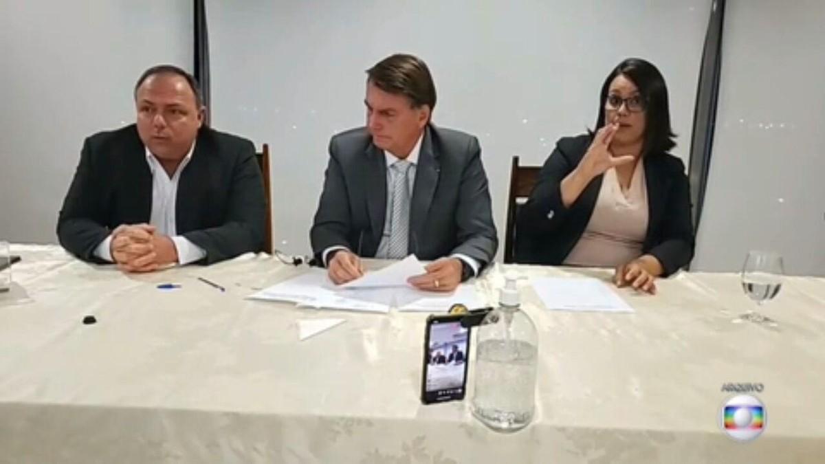 Relatório afirma que Bolsonaro e gabinete paralelo estimularam a propagação do coronavírus uso de remédios ineficazes contra Covid