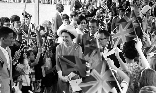 A rainha da Inglaterra, Elizabeth II, na chegada a São Paulo, em 6 de novembro de 1968
