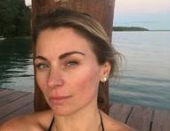 Aos 40, Maria Joaquina de 'Carrossel' posta fotos de biquíni e cara limpa