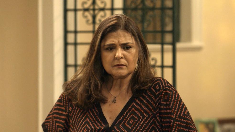 Aurora pensa na proposta e Selminha (Foto: TV Globo)