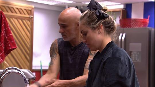 Jéssica lembra que Ayrton prometeu deixar a barba crescer