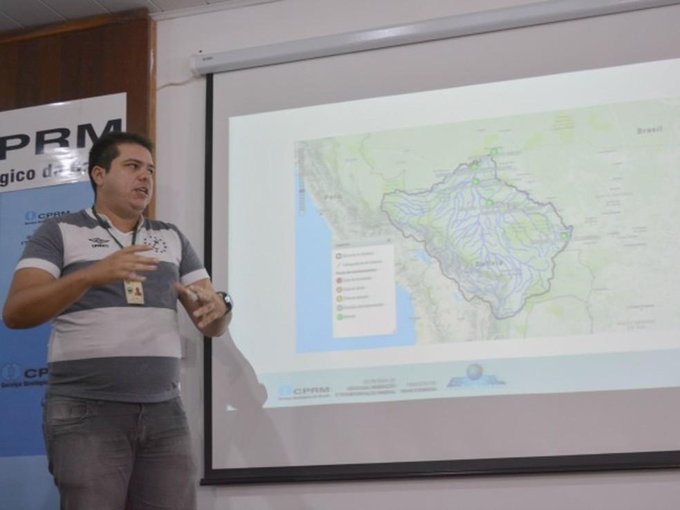 Luiz Alves, metereologista Sipam explicou sobre a possibilidade de aumento de chuvas  (Foto: Hosana Morais/G1)