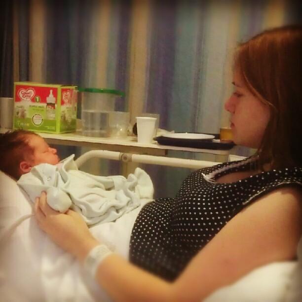 Rachel após o nascimento da segunda filha, Isla, quando tudo começou  (Foto: Reprodução/ Facebook)