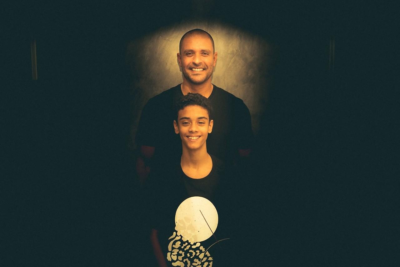 Diogo Nogueira se une com filho Davi, sem desonrar pai e mãe, no single 'Princípio, meio & fim'