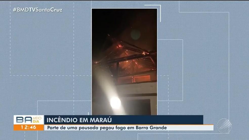 Incêndio em pousada é registrado no município de Maraú, interior da Bahia — Foto: Reprodução / TV Santa Cruz