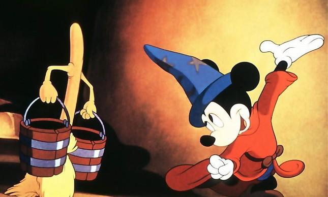 Fantasia, primeiro longa com Mickey, estreou em 1940: introduziu uma personalidade mais ingênua do personagem, que ganhou nariz mais pontudo