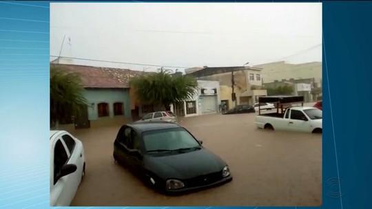 Mais de 60 cidades paraibanas registram chuvas em 24 horas; teto da UEPB cai em Monteiro