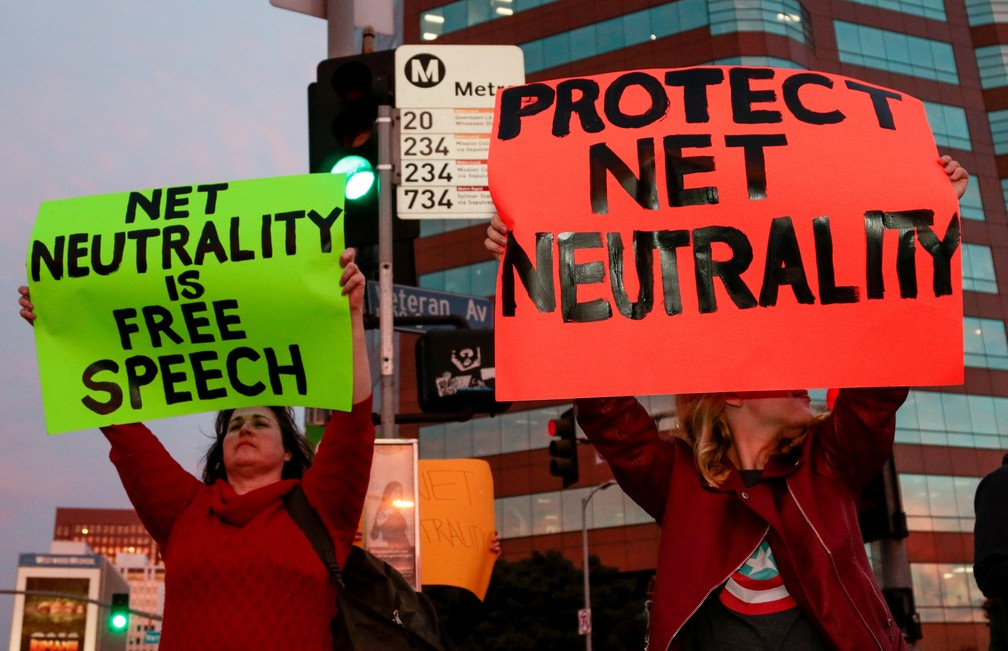 Manifestantes protestam contra fim da neutralidade de rede em Washington, capital dos Estados Unidos. (Foto: Kyle Grillot/Reuters)