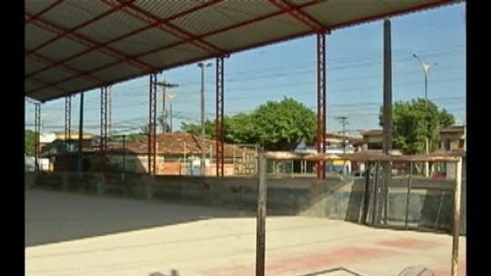 Moradores reclamam do atraso nas obras da quadra esportiva da Cidade Nova 8, em Ananindeua