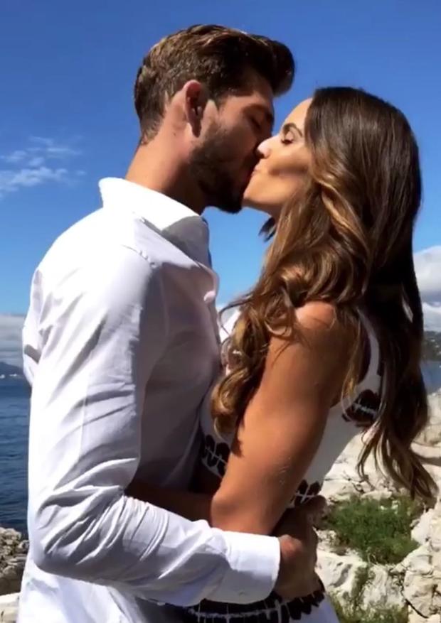 Izabel Goulart fica noiva de Kevin Trapp (Foto: Reprodução/Instagram)