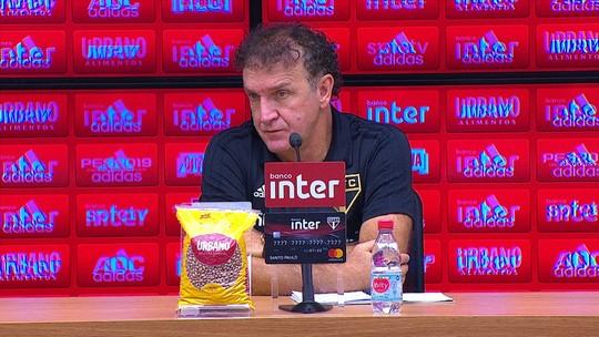 """Cuca diz que São Paulo """"não tem o que reclamar"""" de empate e explica saída de Pato no intervalo"""