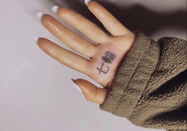 Tatuagem de Ariana Grande (Foto: Reprodução/Instagram)