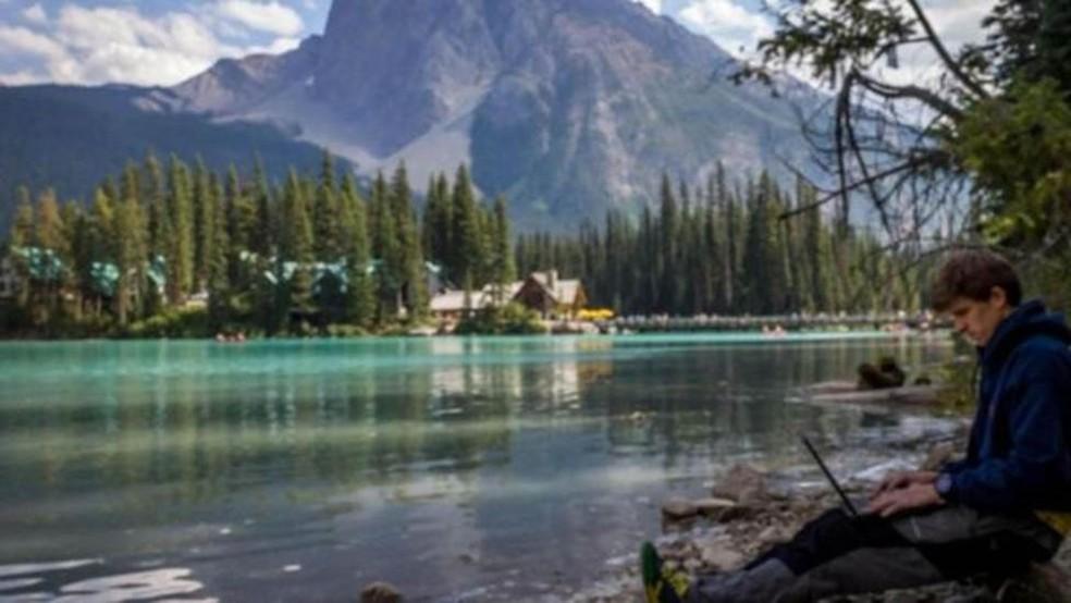 A conexão pode ser ruim em áreas remotas do Canadá – mas em geral o país possui bons serviços on-line — Foto: Piotr Babis/Alamy via BBC