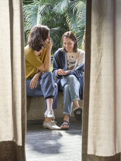Mariana Lima e Leticia Colin em cena de 'Onde está meu coração' (Foto: Fábio Rocha/TV Globo)