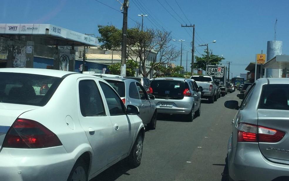 Trânsito em Aracaju, na Avenida Ivo do Prado — Foto: Joelma Gonçalves/G1/Arquivo