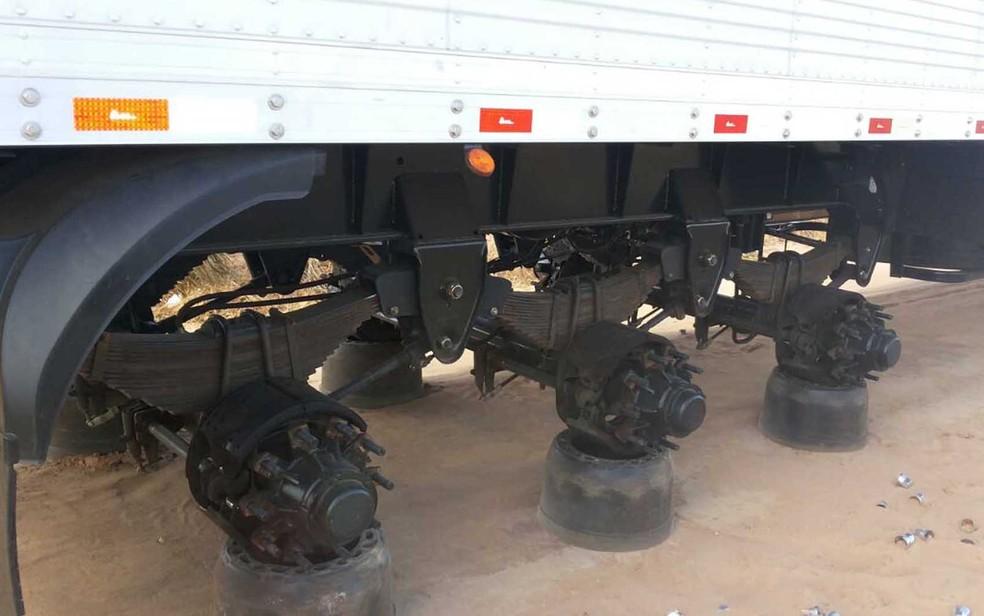 Foram 23 pneus de caminhão levados pelos criminosos (Foto: Blog Sigi Vilares)