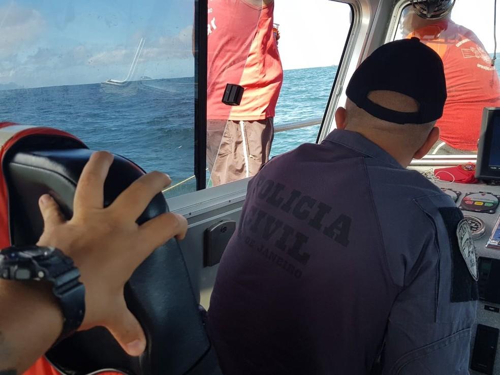 Polícia Civil busca armas no mar da Barra da Tijuca  — Foto: Divulgação