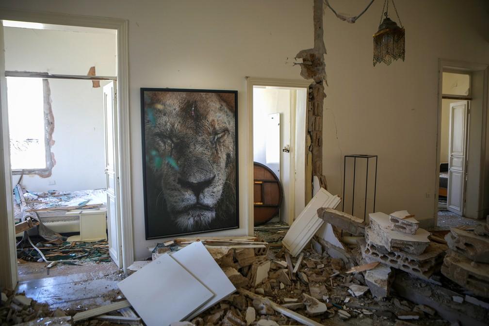 5 de agosto - Danos dentro de um apartamento no bairro de Gemmayze, em Beirute — Foto: Patrick Baz/AFP