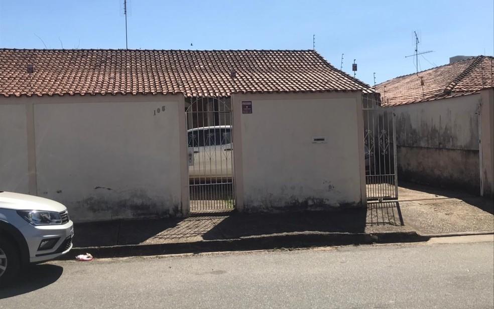 Casa onde corpo da psicóloga enterrada em Bauru foi encontrado dentro do carro em Pouso Alegre (MG) não tinha sinais de arrombamento — Foto: Polícia Civil/ Divulgação