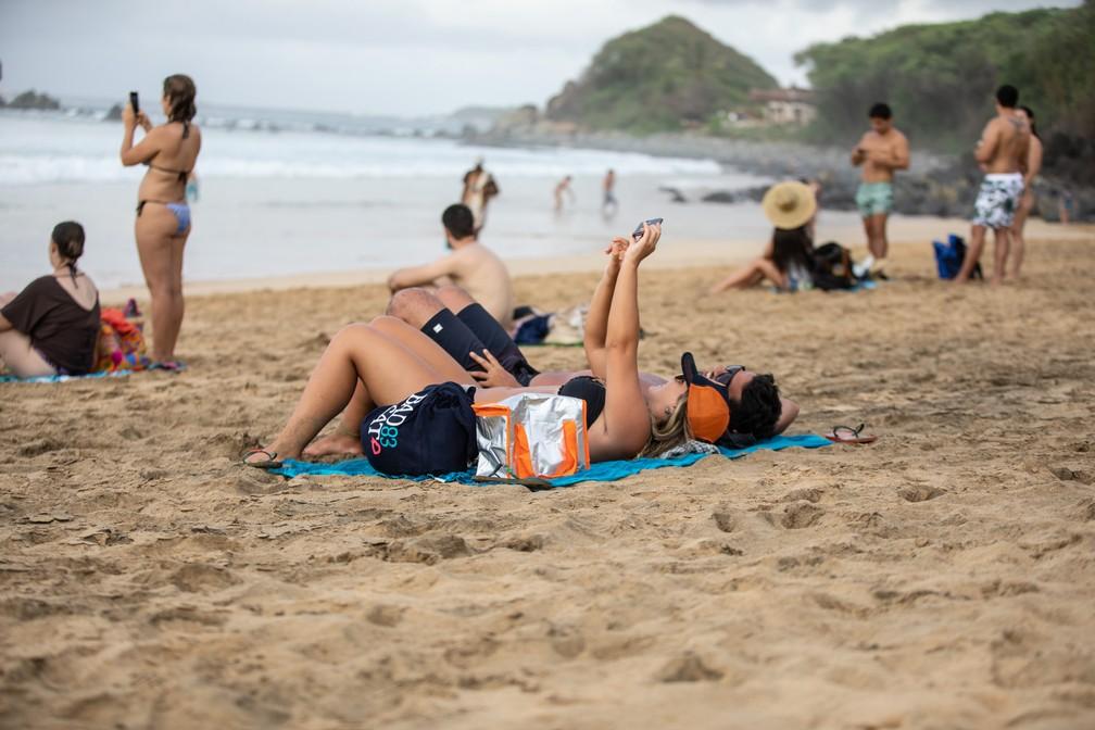 Turistas na Praia da Conceição em Fernando de Noronha: número de visitantes bateu recorde em 2018 — Foto: Fábio Tito/G1