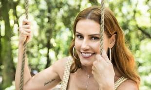 Alexia (Deborah Secco) é uma atriz que está prestes a realizar o sonho de estrear na TV. Ao presenciar um crime, no entanto, precisará mudar de identidade e passará a viver como Josimara | TV Globo