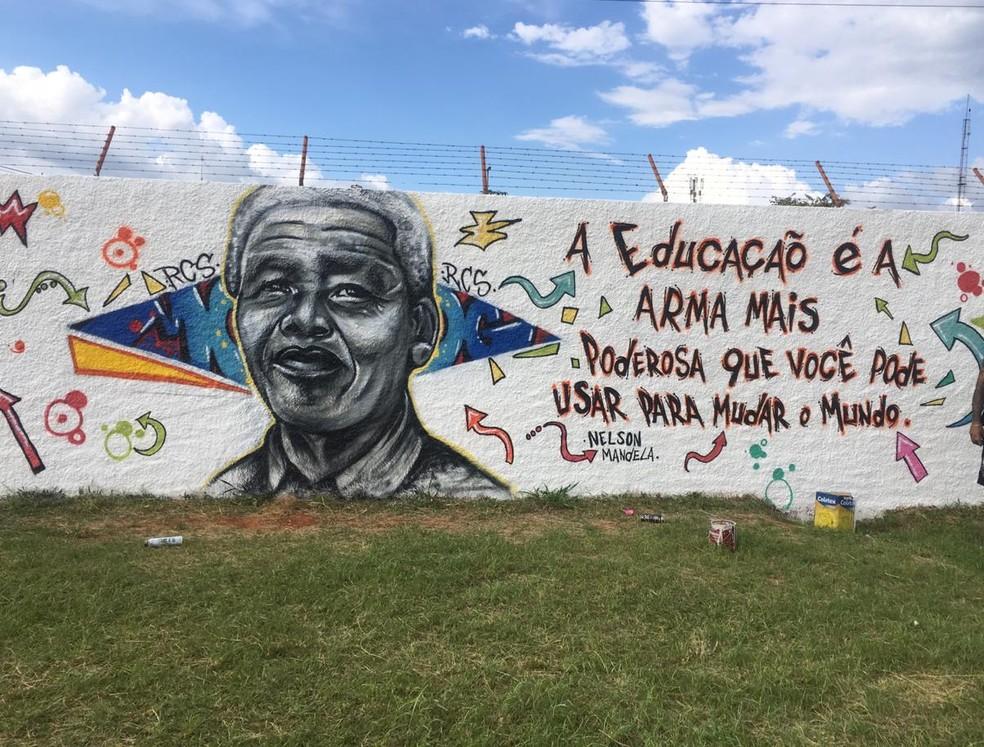 Apos Repercussao Escola Com Gestao Militar No Df Refaz Mural Com