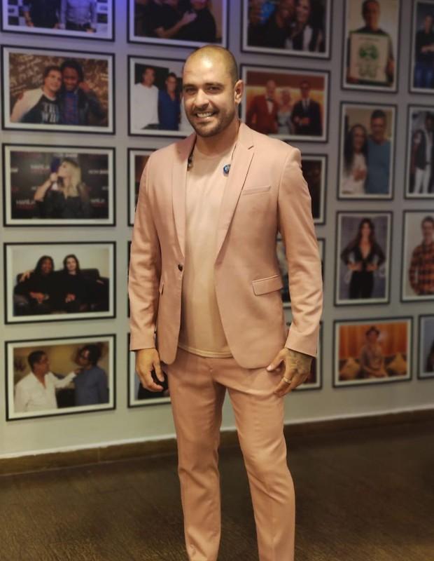 Diogo Nogueira mostra look pra show (Foto: Reprodução/Instagram)
